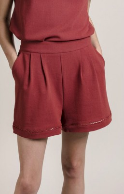 Short con bolsillos en color caldera.